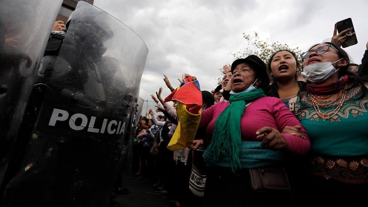 Ecuador protest - ongresso